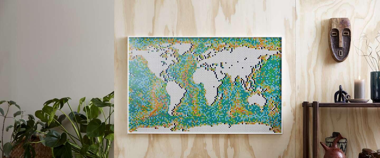 Waar ga jij naartoe op vakantie? Hang de LEGO wereldkaart aan je muur en 'prik' een bestemming!