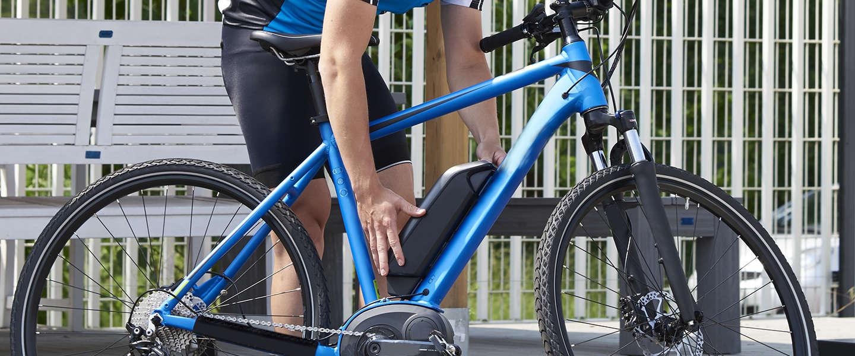 Steeds meer Nederlanders stappen op elektrische fiets