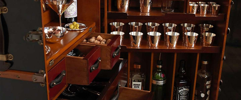 Deze handgemaakte pop-up bar in een koffer is waanzinnig mooi