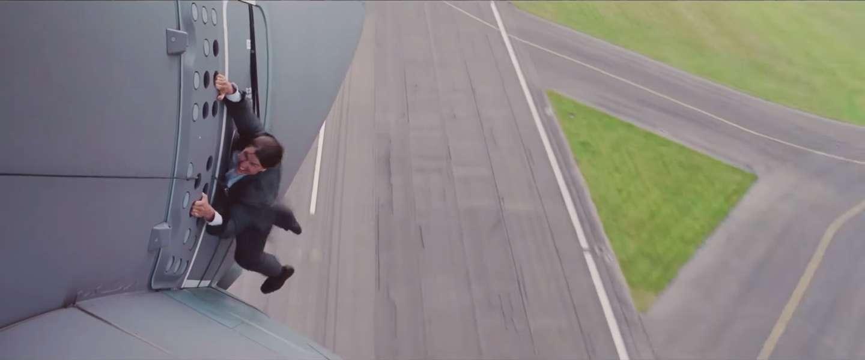 Bekijk deze compilatie van de bizarre stunts van Tom Cruise in Mission: Impossible