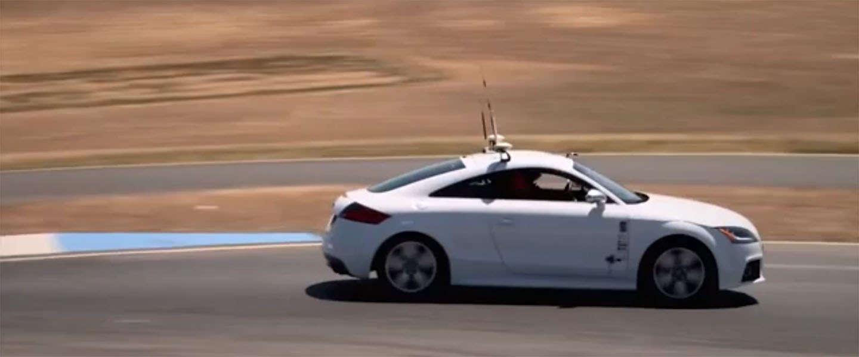 Zelfrijdende auto verslaat voor het eerst een coureur