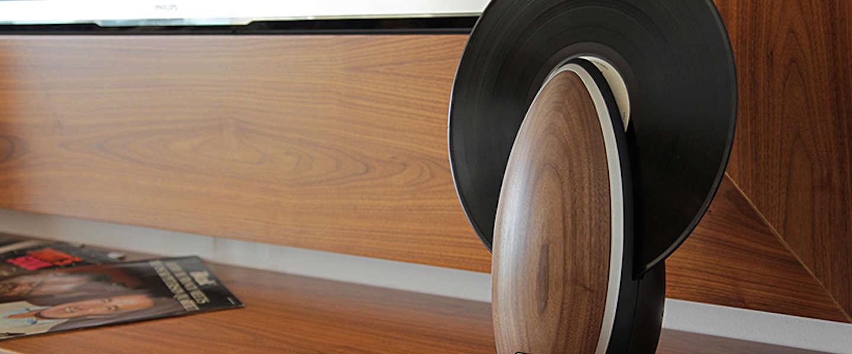 Gaaf ding: verticale houten platenspeler