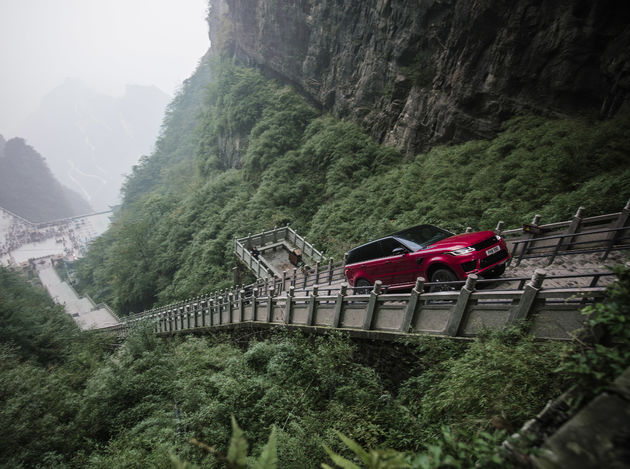 03-Range-Rover-Dragon-Challenge