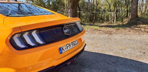 Ford-Mustang_5_liter_V8_03