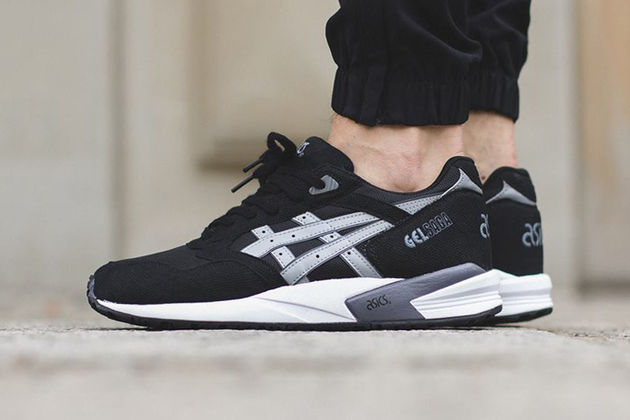 asics-gel-saga-black-light-grey-1