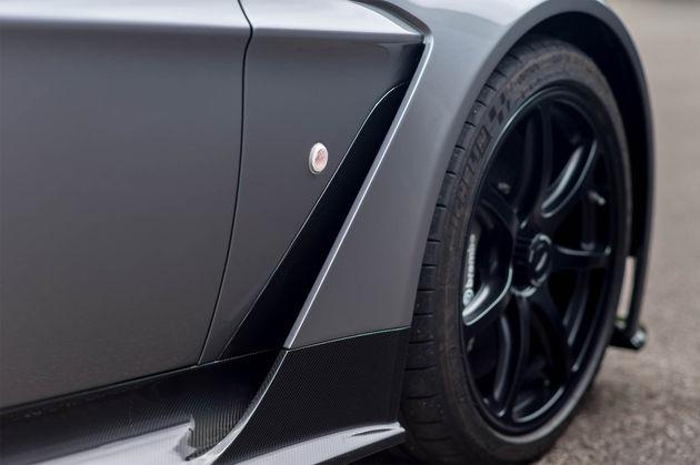 aston-martin-vantage-gt12-roadster-3
