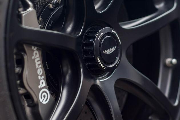 aston-martin-vantage-gt12-roadster-4