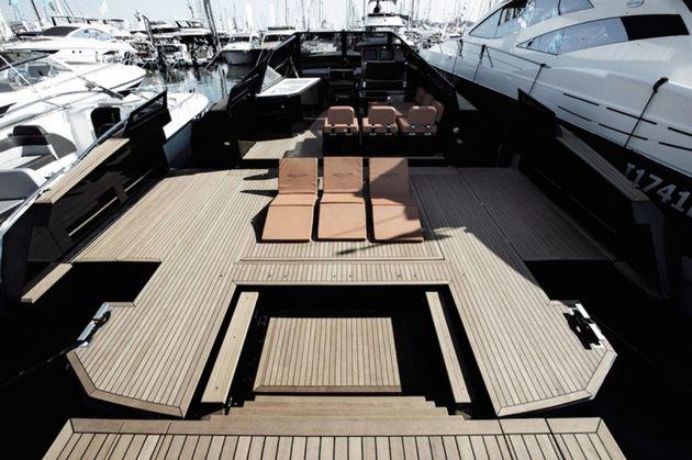 blu-martin-yachts-evo-43-expanding-yacht