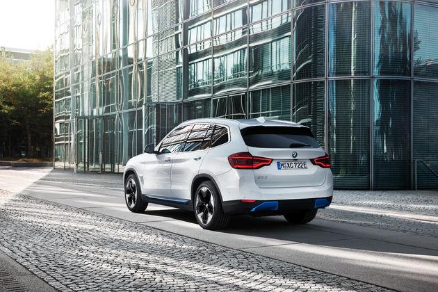BMW iX3 achterkant elektrisch