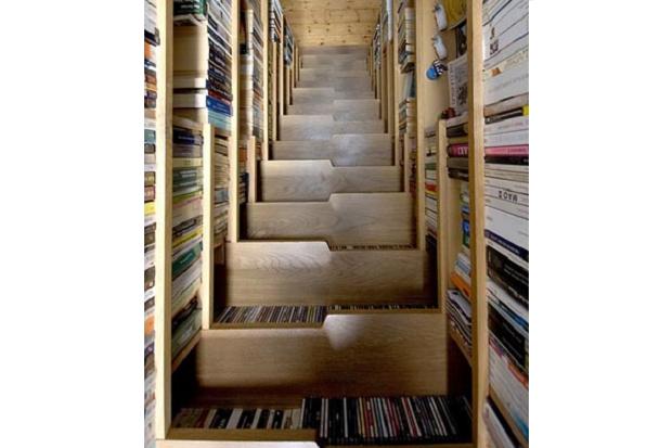 boeken en trap-