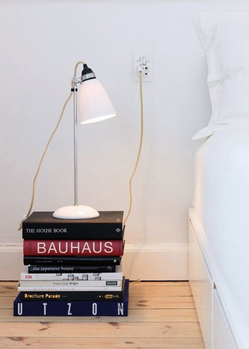 Boekennachtkastje-boeken-als-decoratie