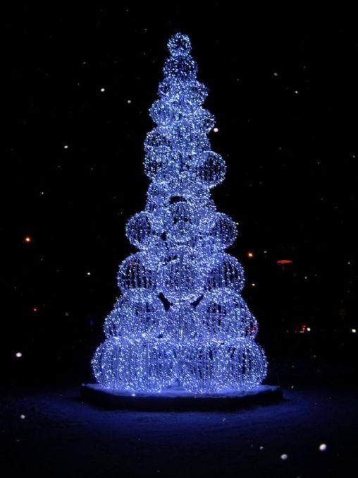christmas-tree-wire-circles-design