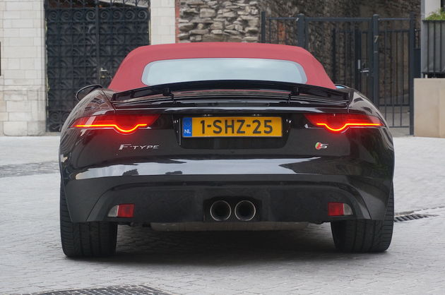 Jaguar_F-Type_S_black_7