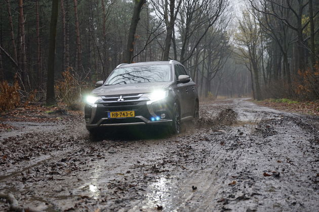 mitsubishi_outlander_phev_outdoor_1