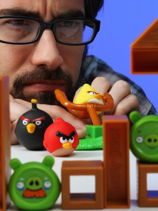 e811_angry_birds_game_playing