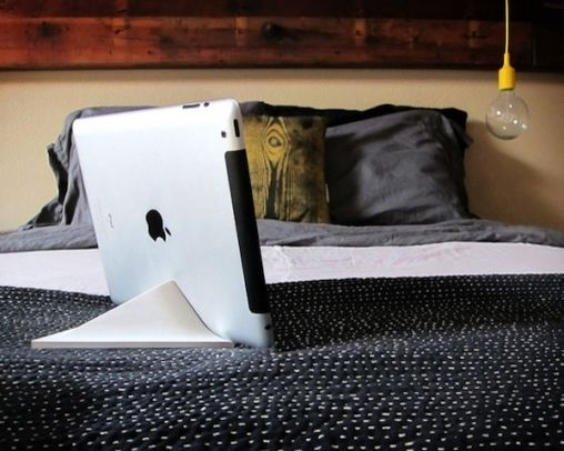 Facet-Magnetic-iPad-Stand