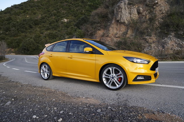 Ford_Focus_ST_yellow2