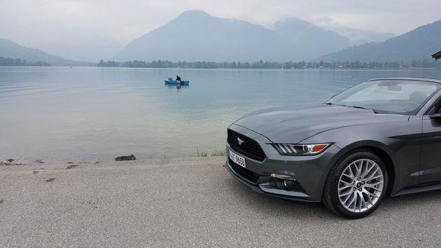 Ford_Mustang_lake