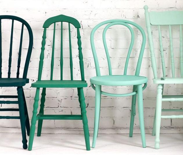 gekleurde-stoelen-mix