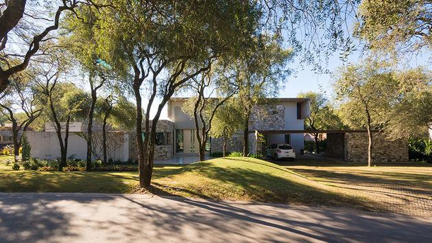 grupo-urban-casa-del-bosque-forest-house-cordoba-argentina-designboom-11