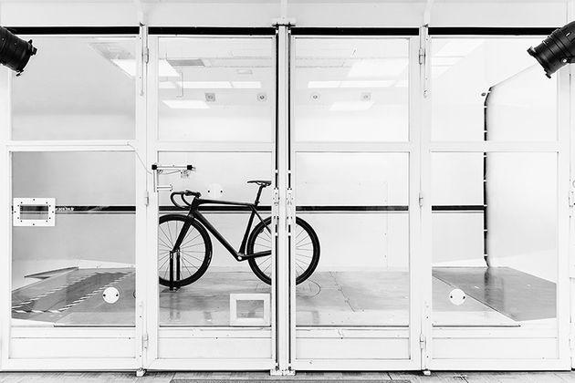 heroin-carbon-fiber-road-bicycle-designboom-03-818x546