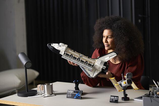 LEGO NASA Space Shuttle Discovery 5