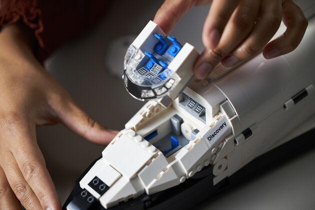 LEGO NASA Space Shuttle Discovery 9