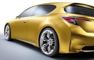 Lexus LF-Ch concept met iPhone Docks