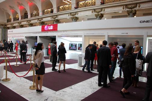 LG-CINEMA-3D-TV-Test-Booths