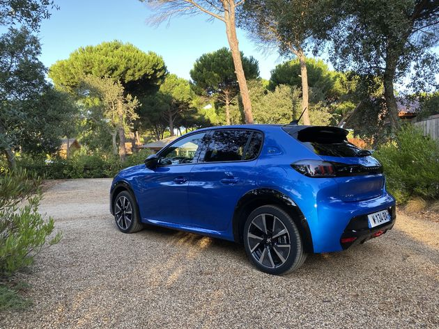 Peugeot_e-208_Blue