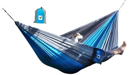Relaxzz in een hangmat van parachutestof