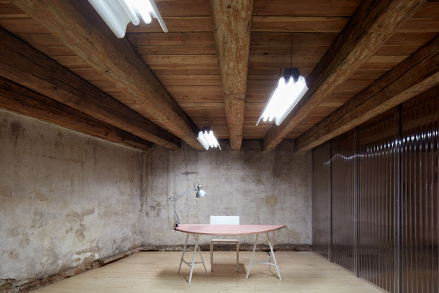 the-distillery-kogaa-studio-interiors-offices-czech-republic-co-working_dezeen_1704_col_16
