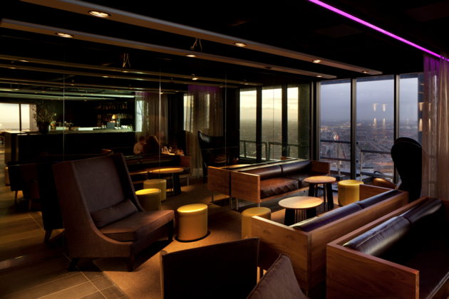 the-penthouse-sky-bar-binnen