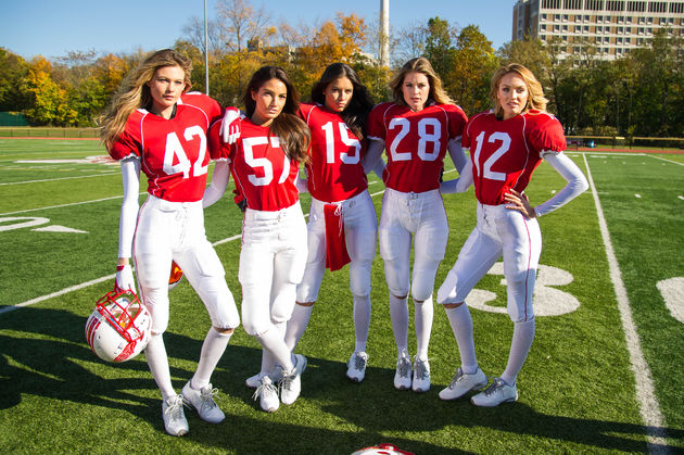 valentines-day-super-bowl-2015-angels-behind-the-scenes-2-victorias-secret-hi-res