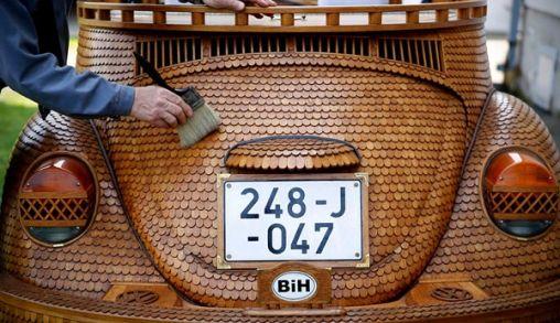 Volkswagen Kever van 50.000 stukjes hout!