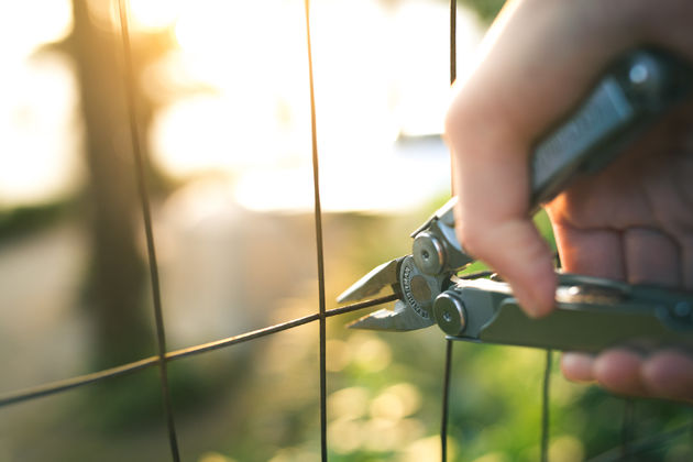 Wave-Lifestyle-Outdoor-Tool-cutting-wire-fence