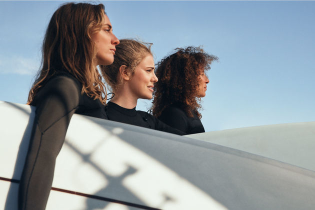 women-waves-hm-3