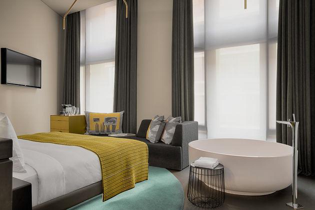 Wonderful-Bank-Room
