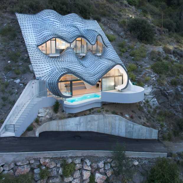 In dit huis geïnspireerd op golven wil jij wel verblijven!