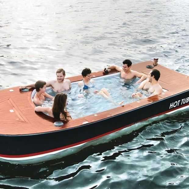 Heel relaxt dobberen in het bubbelbad dat ook een boot is