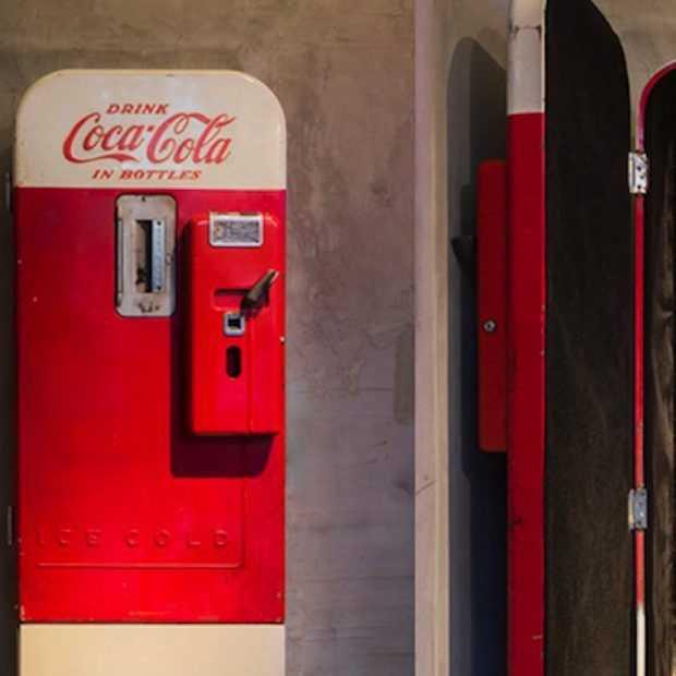 Achter deze Coca-Cola automaat zit een fancy club!