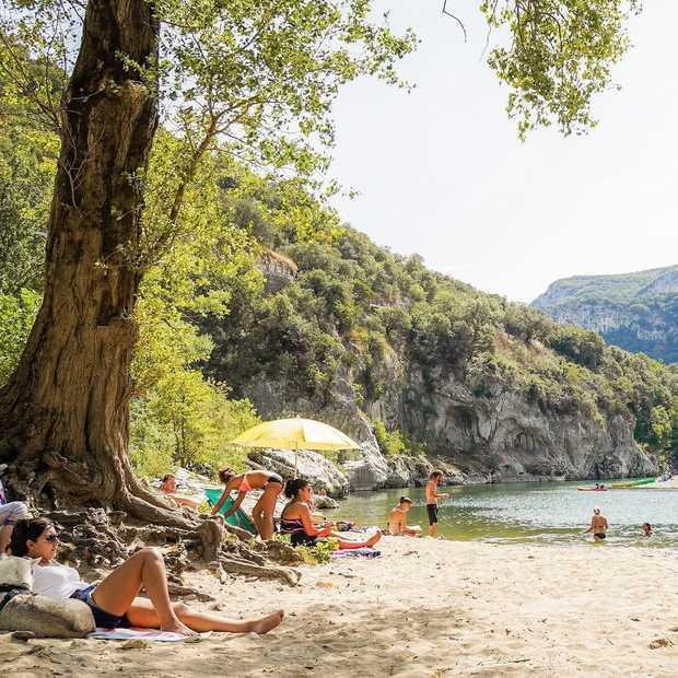 Het grote dilemma van deze zomer: thuisblijven of toch gaan?