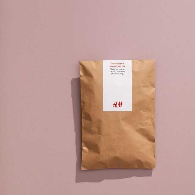 H&M zet duurzame stap en verstuurt voortaan bestellingen in papieren verpakking