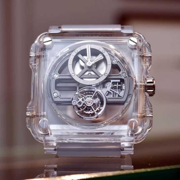 Dit unieke horloge is helemaal van saffier gemaakt