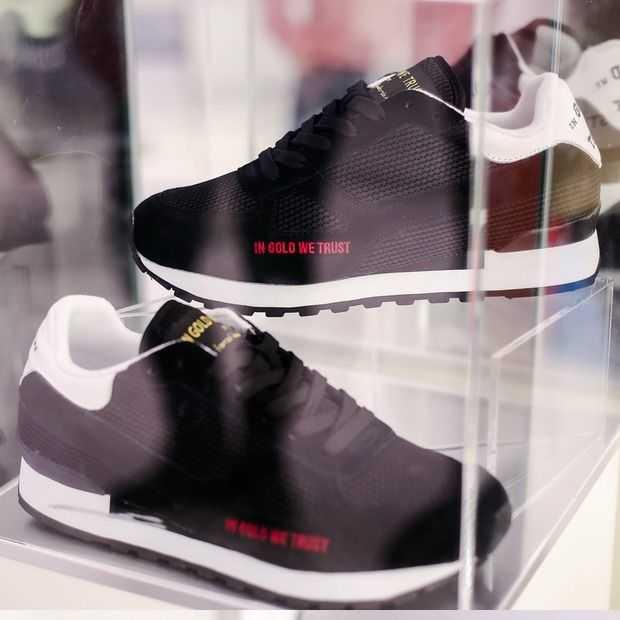 035dc19079c In Gold We Trust lanceert sneaker