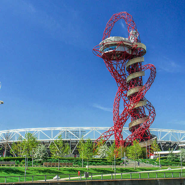 Langste glijbaan ter wereld opent in Londen
