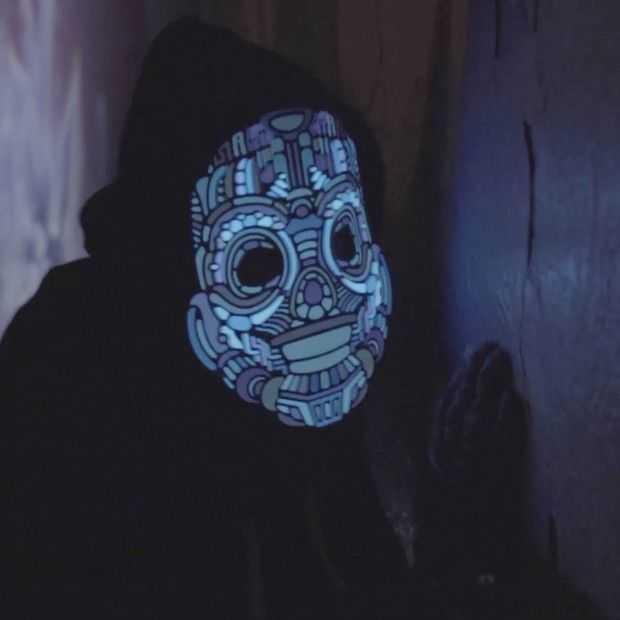 Supervet: LED-maskers die op licht reageren