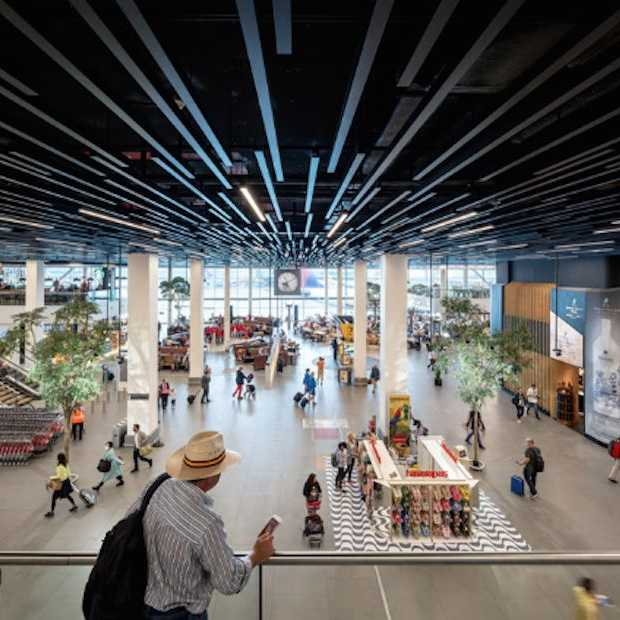 Vernieuwde Lounge 2 op Schiphol geopend