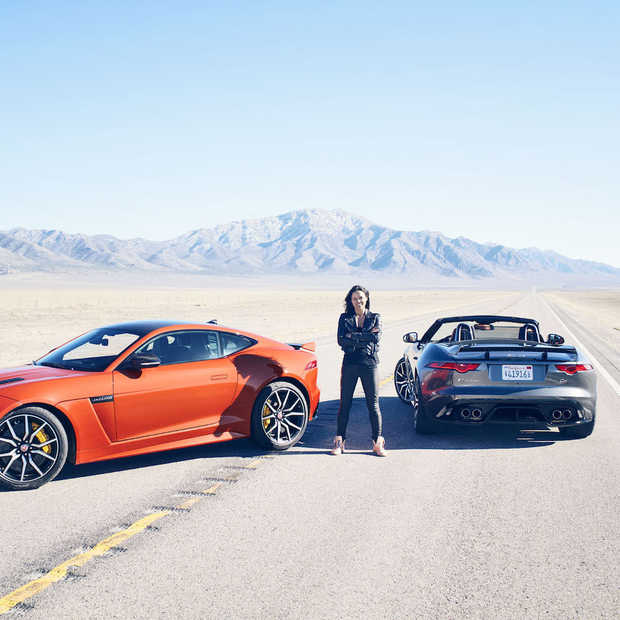 Babes and cars: Michelle Rodriguez test de Jaguar F-Type SVR