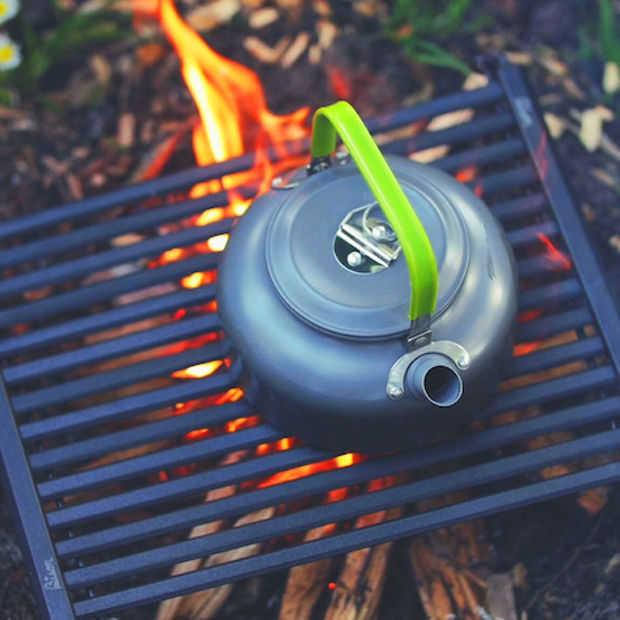 'Bison' oprolbare aluminium grill is klein, handig en mooi